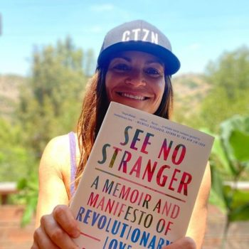 Kerri Kelly with See No Stranger book